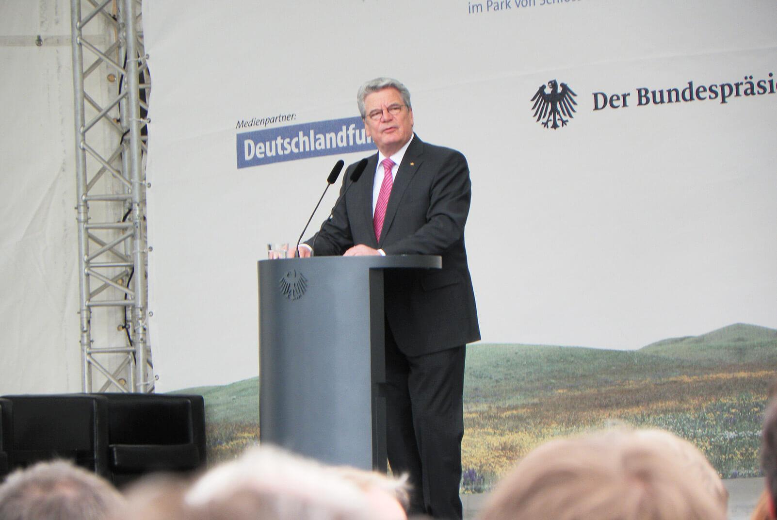 politiker bei der Umweltwoche in Berlin hält eine Rede